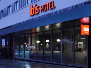 Booking a 4 hands outcall massage is easy for the ibis hotel